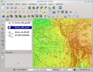 QGIS attēlo divus GRASS vektoru slāņus, puscaurspīdīgu reljefa slāni un fonā tiek izmantots ĢISnet.lv WMS serviss
